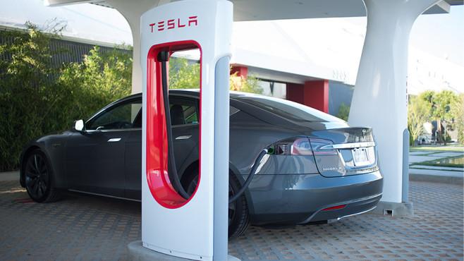 Teslas Schnellladestationen©Tesla