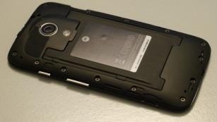 Motorola Moto G: Android-Smartphone f�r 169 Euro Der r�ckseitige Deckel l�sst sich abnehmen. ©COMPUTER BILD
