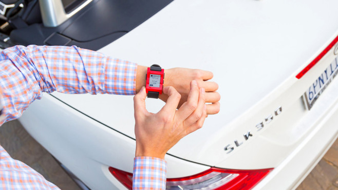 Pepple Smartwatch Mercedes © AUTO BILD