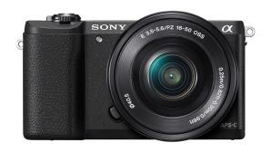 Sony Alpha 5100 mit 16-50 Millimeter Power-Zoom ©Sony