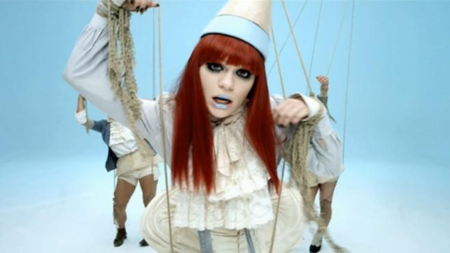 """Ausschnitt aus dem Musikvideo """"Price Tag"""" von Jessie J & B.o.B ©Universal Republic Records"""