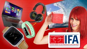 IFA 2014: Mega-Fernseher und vernetzte Waschmaschinen Riesig: Die COMPUTER BILD-Reporter Christian Blum und Martin Gardt vor Samsungs 105-Zoll-Fernseher auf der IFA Preview. ©IFA, Sharkzone, Sony, Liquid Leap, Asus, Lenovo