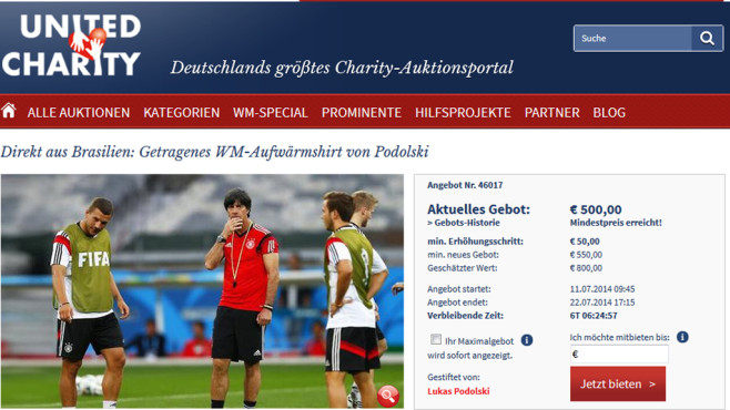 Online-Auktion: Trainings-Shirt Podolski © United Charity