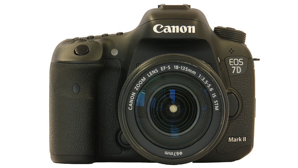 Canon EOS 7D Mark II mit EF-S STM 18-135mm 1:3,5-5,6 IS ©Canon