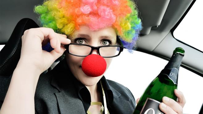 Clown fährt Auto ©trendobjects - Fotolia.com