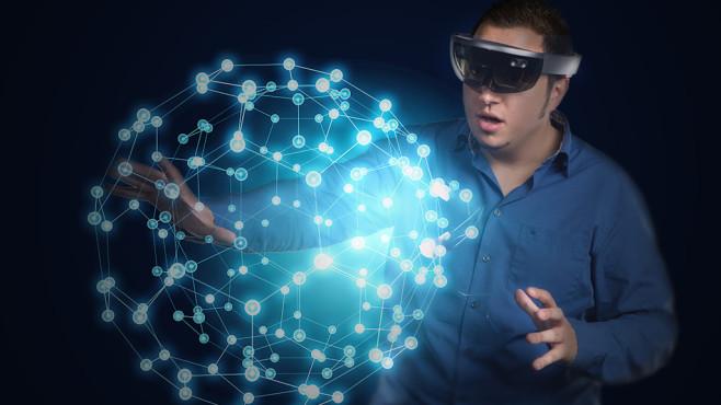 Microsoft HoloLens im Praxis-Test ©Sergey Nivens – Fotolia.com