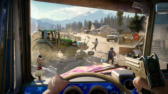 Far Cry 5 angespielt: Redneck Rampage! Traktor-Attacke: Lassen Sie doch einfach mal die Waffen stecken und fahren Sie die Kultisten über den Haufen. ©Ubisoft