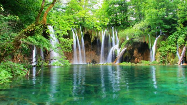 Waterfall 03 HD: Wasserfall wie im Camp ©COMPUTER BILD
