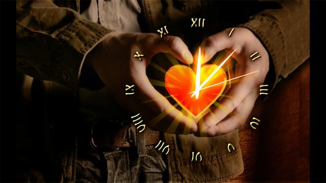 Love Heart Clock Screensaver: Romantische Uhrzeit-Anzeige ©COMPUTER BILD