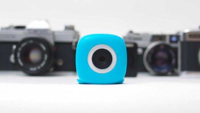 Für das perfekte Selfie: Smartphone-Objektive im Überblick Die Podo-Kamera ist ein Smartphone-Objektiv, das Sie nicht unbedingt am Smartphone, sondern auch an Hauswänden oder am Amaturenbrett im Auto anbringen. ©Podo Labs