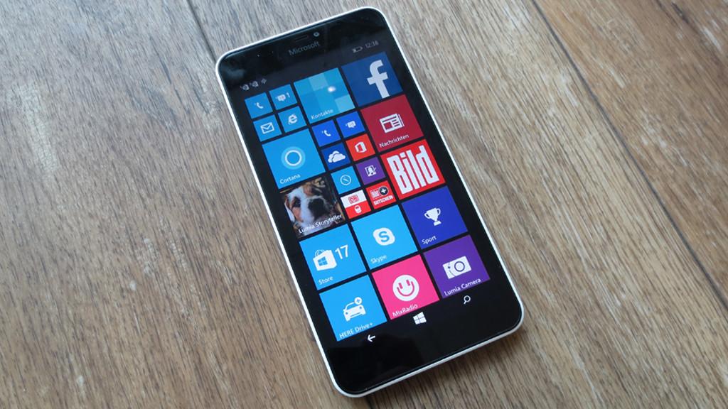 Microsoft Lumia 640 XL Dual SIM: Einsteiger-Phablet im Praxis-Test Setzt das Microsoft Lumia 640 XL Dual SIM den Erfolg des Vorgängers Lumia 630 fort? Der Praxis-Test gibt Aufschluss. ©COMPUTER BILD