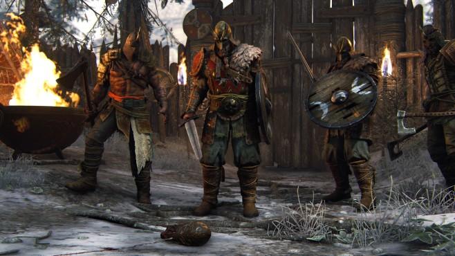 For Honor angespielt: Messerscharfes Mittelalter Der Wikinger-Chef flüchtet. In dieser Sequenz weichen Sie Hindernissen und Brandbomben aus, ehe Sie den Burschen stellen. ©Ubisoft