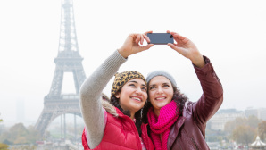 Selfie vor dem Eiffelturm ©Betsie Van Der Meer/gettyimages