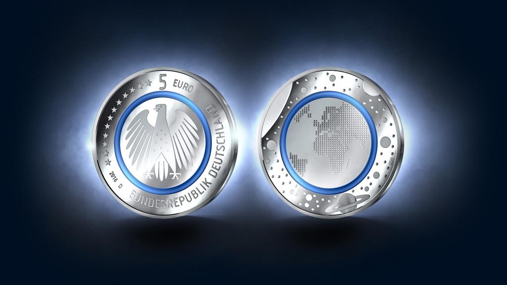 5 Euro Münze Und Uhr