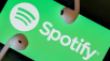 Spotify-Logo mit Kopfhörern ©iStock.com/Chesnot
