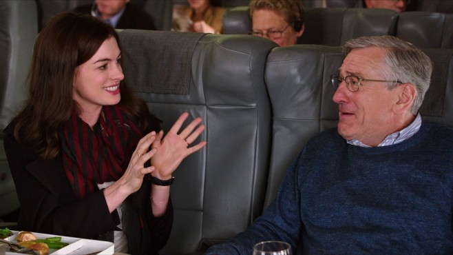 Man lernt nie aus: Anne Hathaway, Robert De Niro © Warner Bros./RatPac-Dune Entertainment