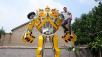 So muss ein Transformer aussehen: F�nf Meter hoch ist der selbstgebaute Bumblebee. ©Daily People / js.people.cn
