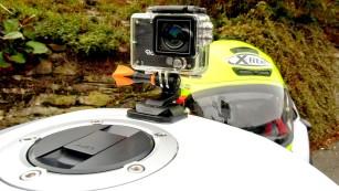 Rollei Actioncam 420: Kompakte Kamera mit guter Ausstattung Die Rollei Actioncam 420 lässt sich auch am Motorrad befestigen. Alternativen zu den mitgelieferten Klebe-Pads findet man als Zubehör, etwa zur Befestigung an der Gabel. ©Rollei