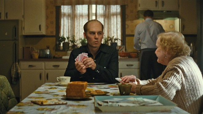 Szene aus Black Mass: Johnny Depp, Mary Klug © Warner Bros. Pictures