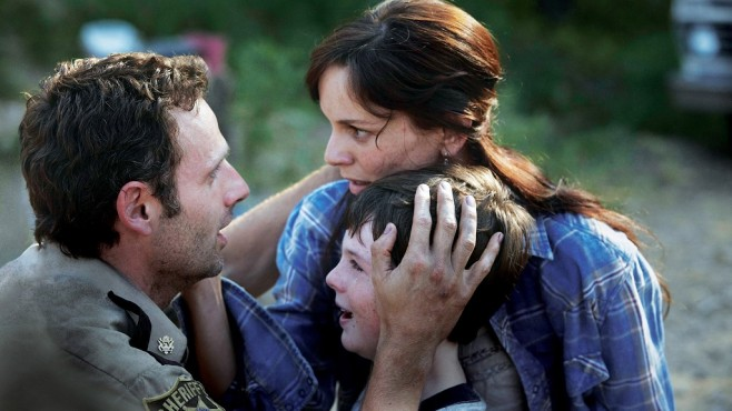 Szene aus The Walking Dead, Staffel 1: Andrew Lincoln, Sarah Wyne Callies, Chandler Riggs © RTL II