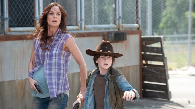 Szene aus The Walking Dead, Staffel 3: Sarah Wayne Callies, Chandler Riggs © RTL II