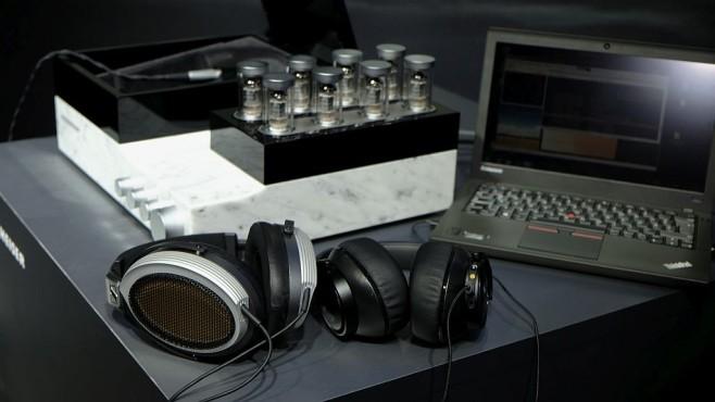 Erster Eindruck: Super-Kopfhörer Sennheiser Orpheus Ein spannender Vergleich: Klingt der Orpheus (links) für 50000 Euro 33-mal besser als der AKG N90Q (rechts) für 1500 Euro? ©COMPUTER BILD