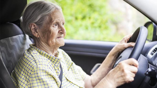 höhere kfz versicherung im alter