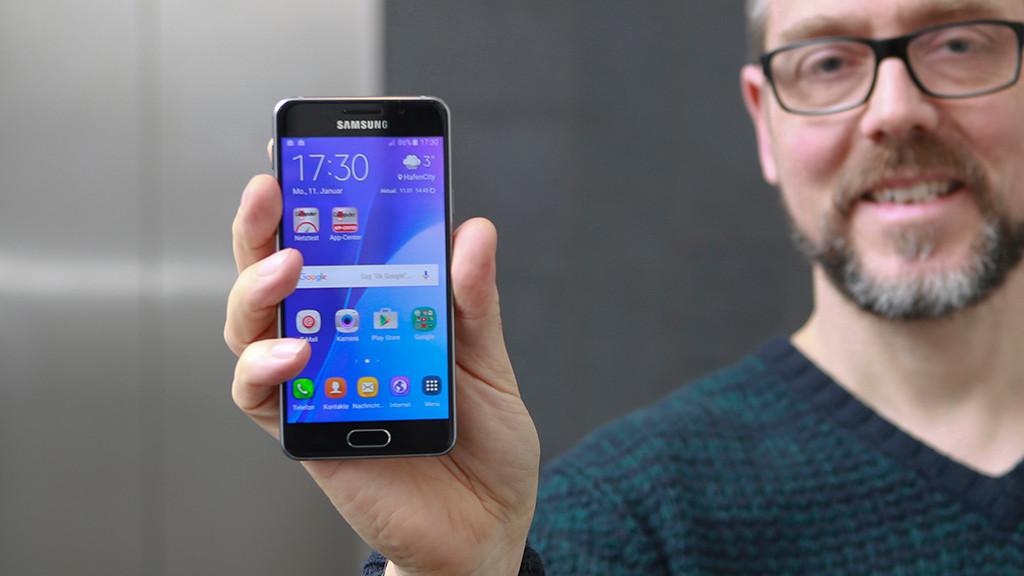 Samsung Galaxy A3 (2016) in der Redaktion ©COMPUTER BILD