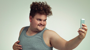 Der fiese Selfie-Kult: Auch 2015 gab es wieder viel zu lachen! ©©istock.com/Yuri_Arcurs