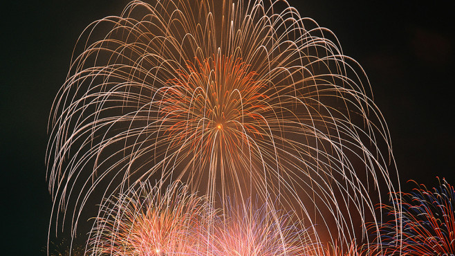 Fireworks-Theme f�r Windows 7, 8 und 10: Stilvoller Design-Aufsatz ©COMPUTER BILD