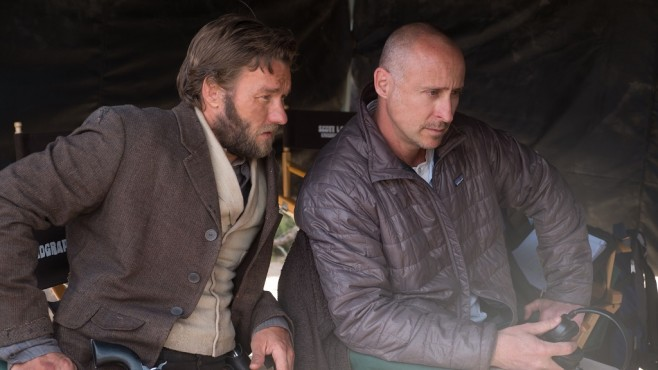 Am Set von Jane Got a Gun: Joel Edgerton, Gavin O'Connor © Universum Film GmbH