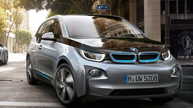 BMW Bumper Detect: Auto-Kamera überführt Fahrerflüchtige BMW zeigte Bumper Detect auf der CES im Elektroauto i3. ©BMW