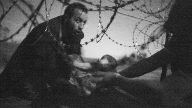 Flüchtling mit Baby © Warren Richardson, World Press Photo
