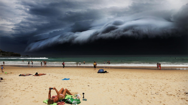 Strand mit dramatischem Wolkenbild © Rohan Kelly/Daily Telegraph, World Press Photo