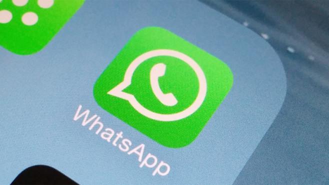 WhatsApp-Logo auf Smartphone ©WhatsApp