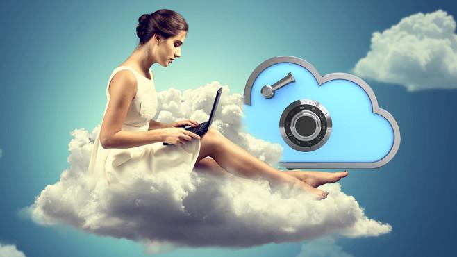 Daten verschl�sselt in die Cloud schicken ©Maxim_Kazmin � Fotolia.com, lassedesignen - Fotolia.com