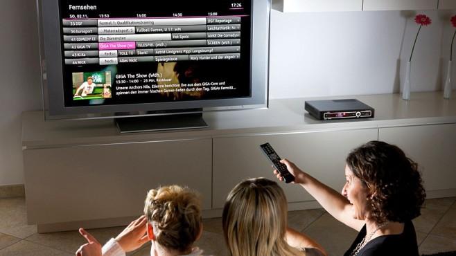Telekom bringt mit Entertain 2.0 neuen Receiver und mehr HD-Programme Mit Entertain bringt die Telekom TV-Programme per Internet auf jeden Fernseher – alternativ zu Kabel, Satellit und Antenne. ©Telekom