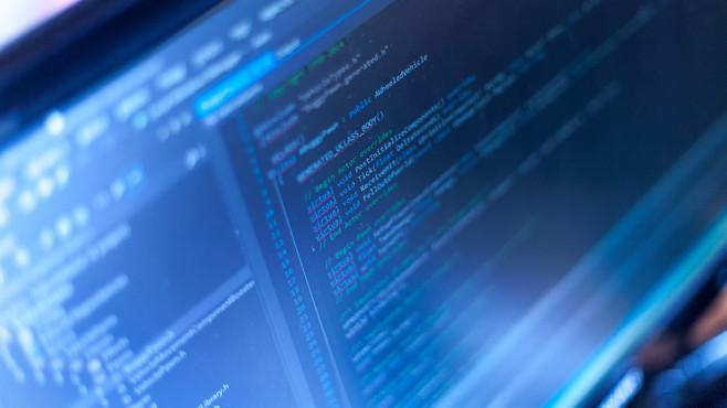 Ashampoo Gadge It: Eigene Software ohne Programmierkenntnisse erstellen Unkompliziert: das kreative Ausleben mit Ashampoo Gadge It. Ums Erzeugen von Code k�mmert sich eine Automatik im Hintergrund. ©cronislaw � Fotolia.com