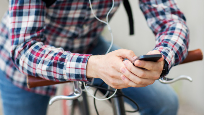 App schaltet Ampeln f�r Radfahrer auf Gr�n. ©Fotalia.com - Syda Productions