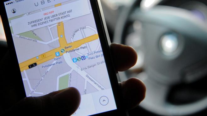 Auto und Handy ©dpa Bildfunk