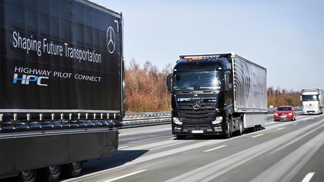 Truck Platoon Daimler ©Daimler