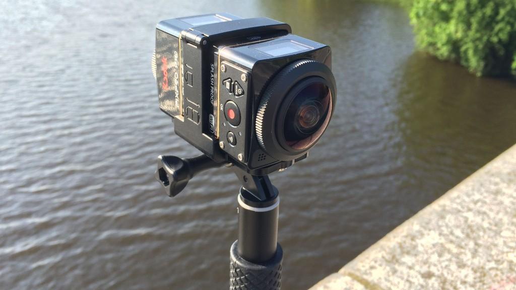 Test: Die Kodak Pixpro SP360 4K filmt rundum Im Duo Kit arbeiten zwei Kodak Pixpro SP360 Rücken an Rücken in einer gemeinsamen Halterung. Das ergibt Videos mit doppelter Auflösung in HD-Qualität. ©COMPUTER BILD
