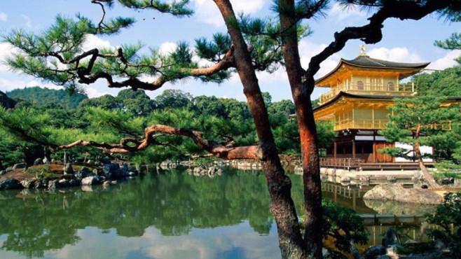 Japan Lake Relax HD Screensaver: Romantischer See in der Ferne ©COMPUTER BILD