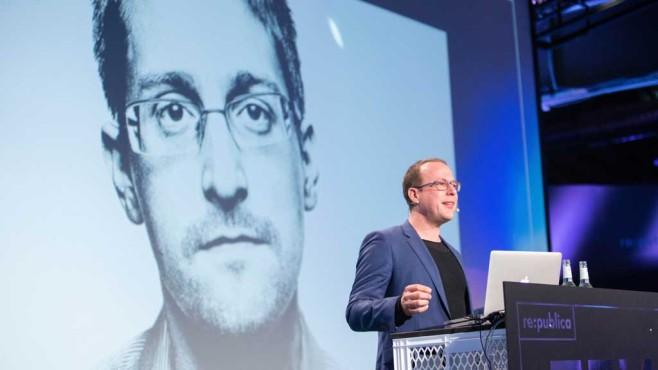 Edward Snowden genervt ©re:publica