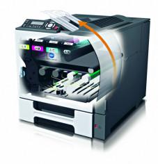 Alles �ber Farblaserdrucker Die Grafik eines �Single-Pass-Lasers�. Gut zu erkennen: seine vier Belichtungseinheiten, f�r jede Grundfarbe eine.