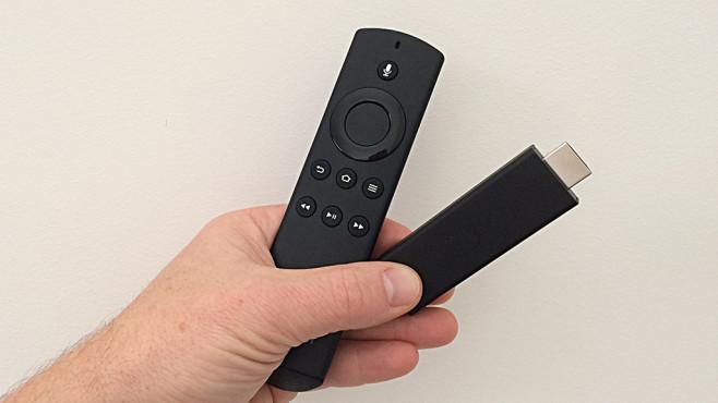 Amazon Fire-TV bestellt Pizza und macht's Licht aus Äußerlich hat sich wenig getan, die Neuerungen beim Amazon Fire TV Stick stecken unter der Haube. ©COMPUTER BILD
