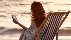 Amazon: Tablet am Strand © Amazon