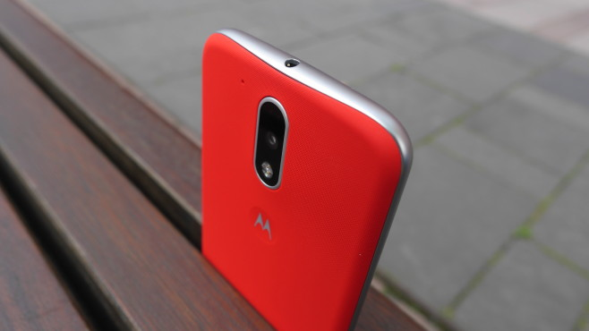 Moto G4 Plus in rot © COMPUTER BILD