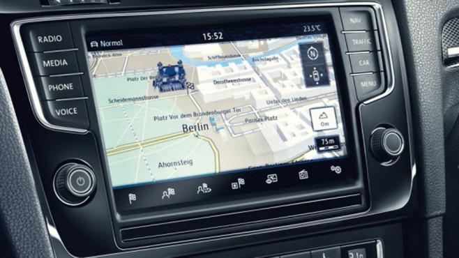 Viele Fahrzeuge sammeln über ihre Infotainment-Systeme und Bordcomputer eine Menge an Daten. ©Horst Piezug / AUTO BILD