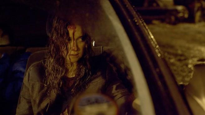 Alice Englert blutend im Auto ©Julles Heath/ZDF